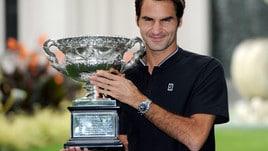 Tennis, Roger Federer si coccola la coppa: che trionfo in Australia!