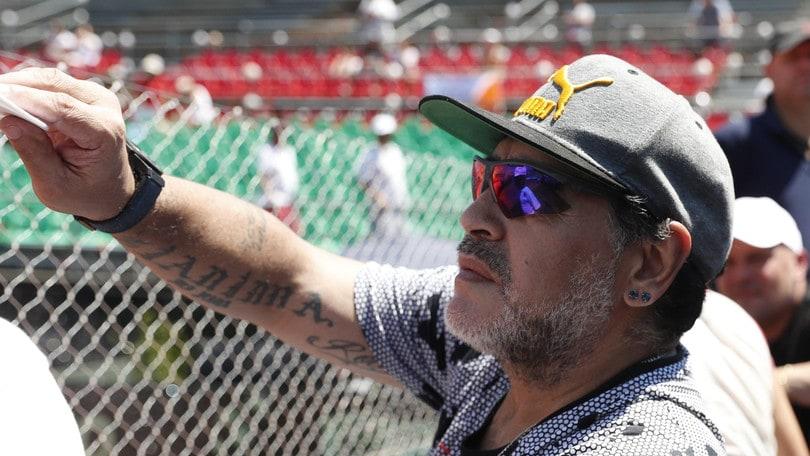 «Maradona interrogato per l'aggressione alla compagna». Ma lui smentisce