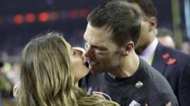 Super Bowl, festa per New England: Brady bacia Gisele