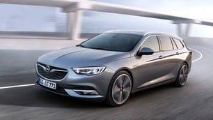 Opel Insignia Sport Tourer: foto