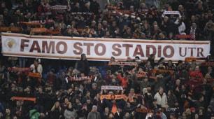 """Roma-Fiorentina, sugli spalti lo striscione: """"Famo sto stadio"""""""