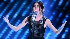 Sanremo, Bianca Atzei: canzone e lacrime per Max Biaggi