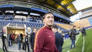 """Villarreal-Roma, Totti guida il gruppo all'""""Estadio de la Ceramica"""""""