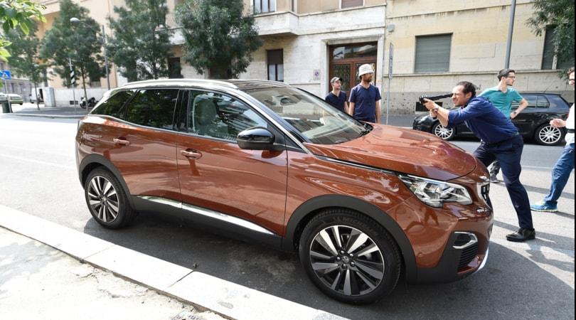 Stefano Accorsi ancora dietro e davanti la macchina da presa per Peugeot