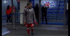 Bayern Monaco, dito medio ai tifosi: Ancelotti assolto