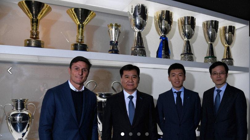 Jindong Zhang incontra i dirigenti