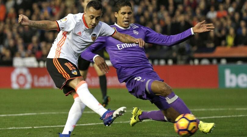 Real Madrid, lesione muscolare per Varane: salta il Napoli