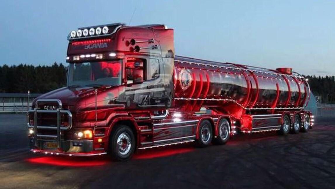 Bestioni in passerella ecco la truck tuning mania - Foto di grandi camion ...
