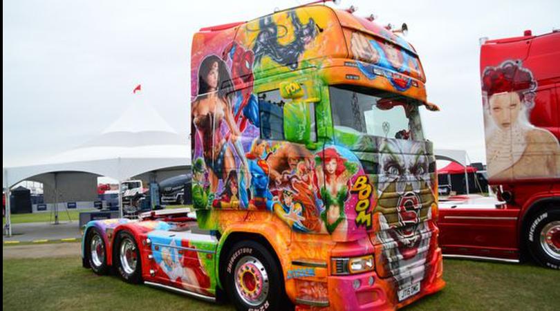 """Bestioni in """"passerella"""": ecco la truck tuning mania"""