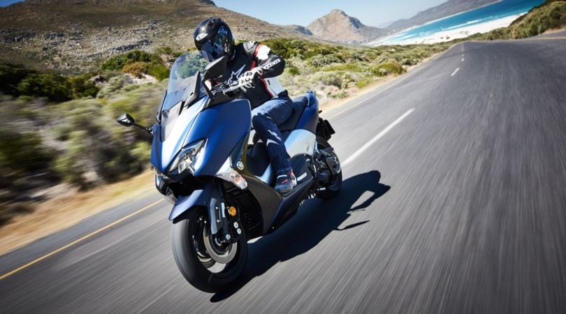 Yamaha TMAX: scooter… sempre più moto