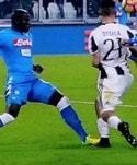 Juventus-Napoli, la fotosequenza del fallo di Koulibaly su Dybala