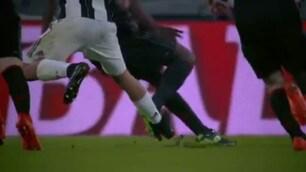 Juventus-Milan, la fotosequenza del contatto Zapata-Dybala
