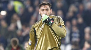 Juventus-Milan, rabbia Donnarumma: «Sempre loro...». E bacia lo stemma milanista
