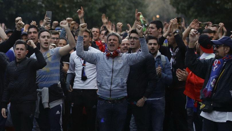 Gli ultrà del Lione: «Umiliatidalla polizia italiana». La Questura di Roma:«Pericolosi, controllati secondo la legge»