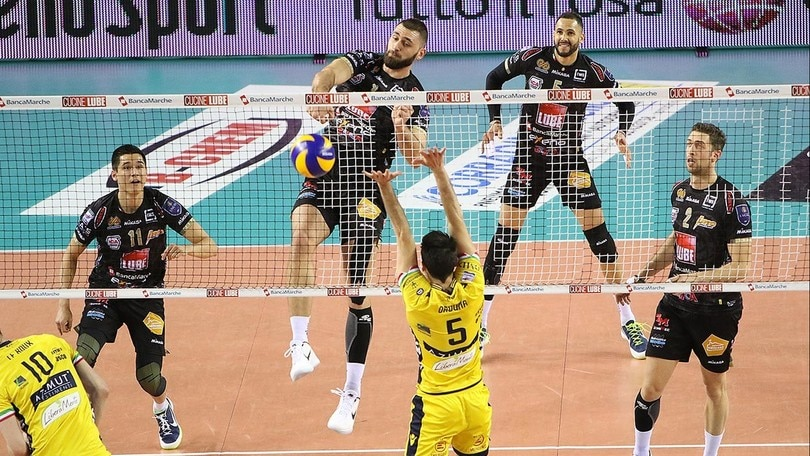 Volley: Superlega, la Lube vince il primo round contro Modena