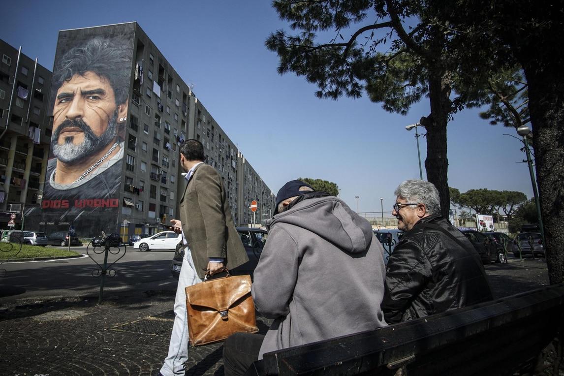 Napoli, il murales per Maradona di Jorit