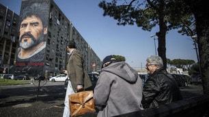 Napoli, un enorme murales per Maradona nel quartiere San Giovanni