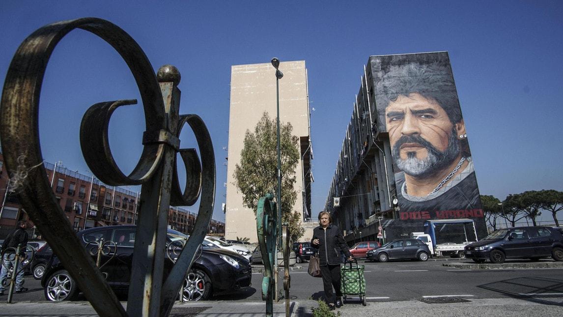 Il volto del Pibe de Oro è stato realizzato in via Taverna del Ferro, nel cuore del quartiere San Giovanni, una delle zone più popolari della città. E' opera dell'artista Jorit
