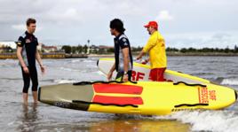 Il Gran Premio d'Australia sta per cominciare: per Sainz e Kvyat è tempo di surf