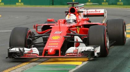 F1, Gp Australia: Hamilton davanti, Vettel secondo