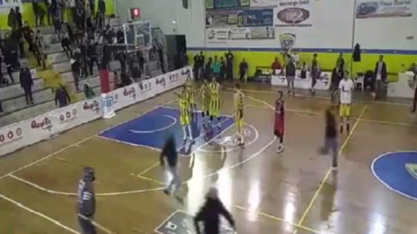 Basket, rissa tra tifosi durante Monteroni-Taranto