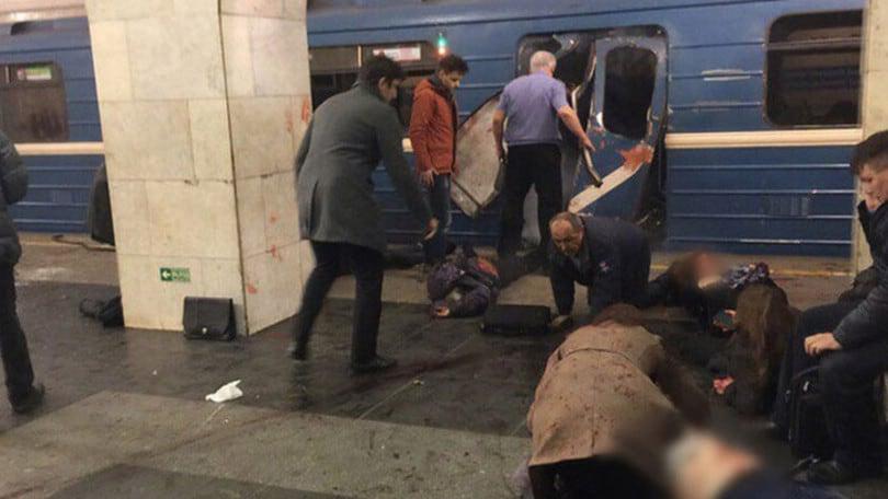 San Pietroburgo, esplosione in metropolitana: vittime e feriti