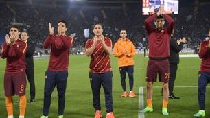 Roma, Totti e compagni salutano la Curva Sud