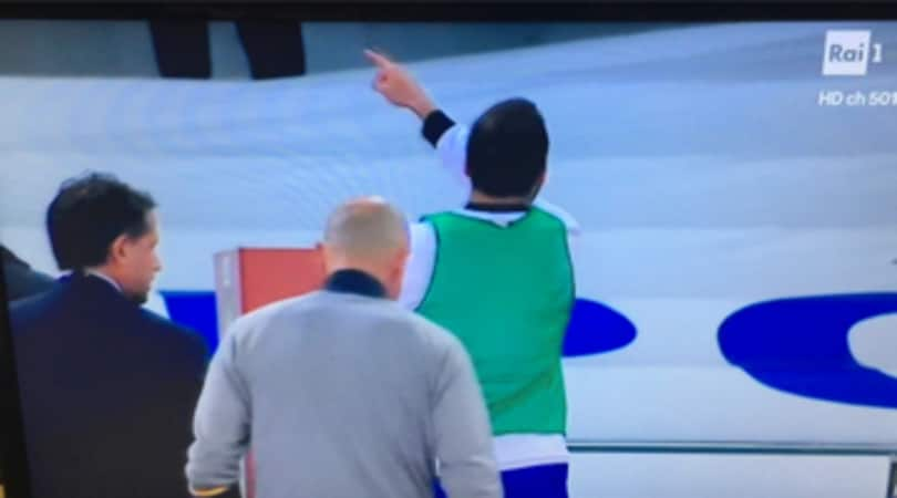 Napoli-Juventus: fischi per Higuain, ma lui indica De Laurentiis