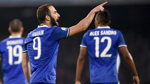 Juventus, Higuain segna e indica De Laurentiis: «E' colpa tua»