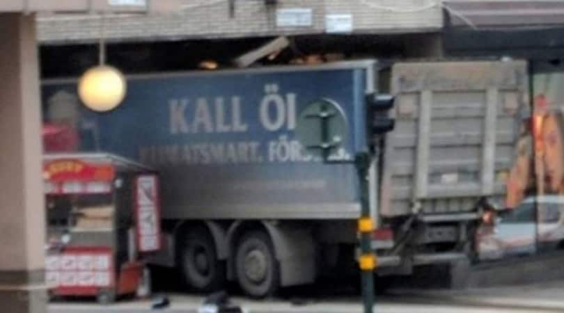 Stoccolma, camion sulla folla: morti e feriti