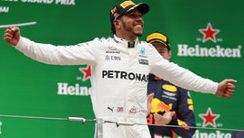 F1, Gp Cina: Hamilton vince davanti a Vettel
