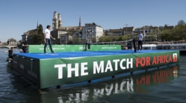 """""""The Match for Africa"""": Murray e Federer giocano a tennis sull'isolotto"""
