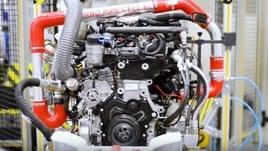 Jaguar F-Type, debutta il 4 cilindri da 300 cv