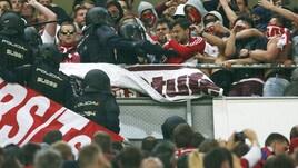 Tensione al Bernabeu: scontri tra tifosi e polizia