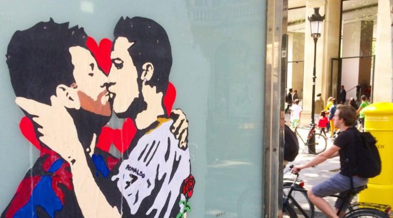 Liga: Messi-Ronaldo, il bacio prima del Clasico