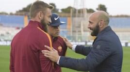 Roma, Monchi a Pescara: sorrisi e strette di mano con i giocatori