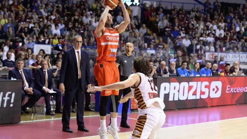 Basket, Daniele Cavaliero lascia la Pallacanestro Varese