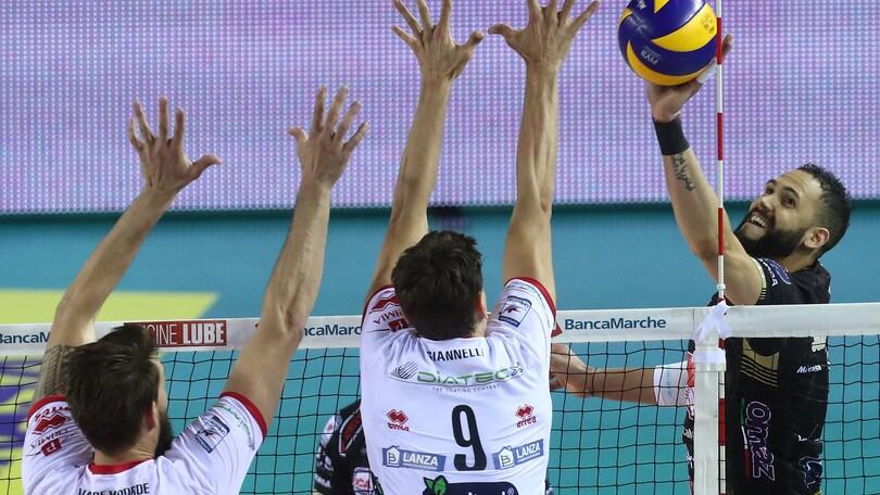 Volley: Superlega, in Gara 1 scudetto Civitanova travolge Trento