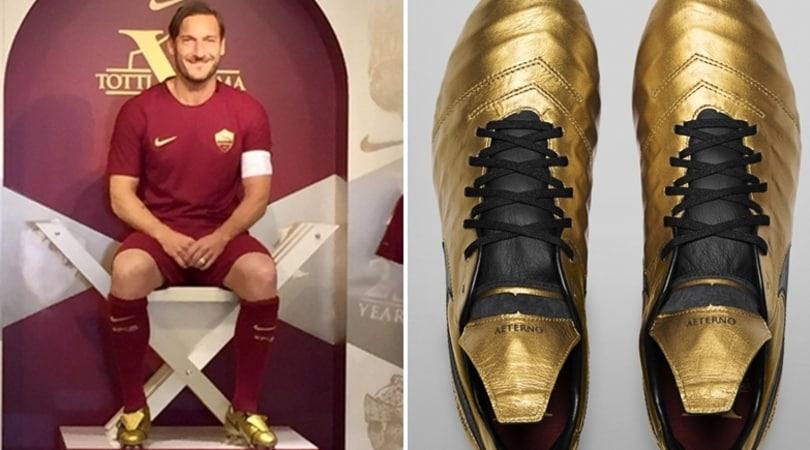 Roma, scarpini speciali per Totti: «D'oro come la mia città». 200 persone alla presentazione