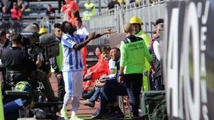 Pescara, buu razzisti a Cagliari, Muntari lascia il campo