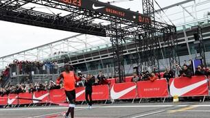 """Maratona """"ad hoc"""", Kipchoge sfiora il muro delle due ore"""