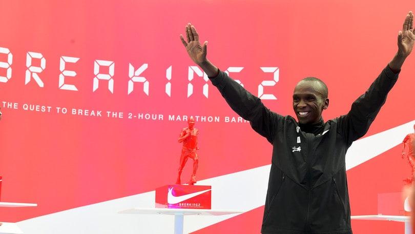 Maratona, Kipchoge non va sotto le due ore: record del mondo non omologato