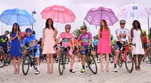 Il Giro d'Italia 100 si colora con le sexy ombrelline