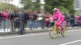 Giro d'Italia, l'invasione 'in rosa' spopola sul web