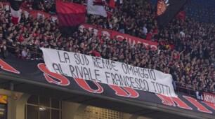 Milan-Roma, lo striscione della curva milanista per Totti