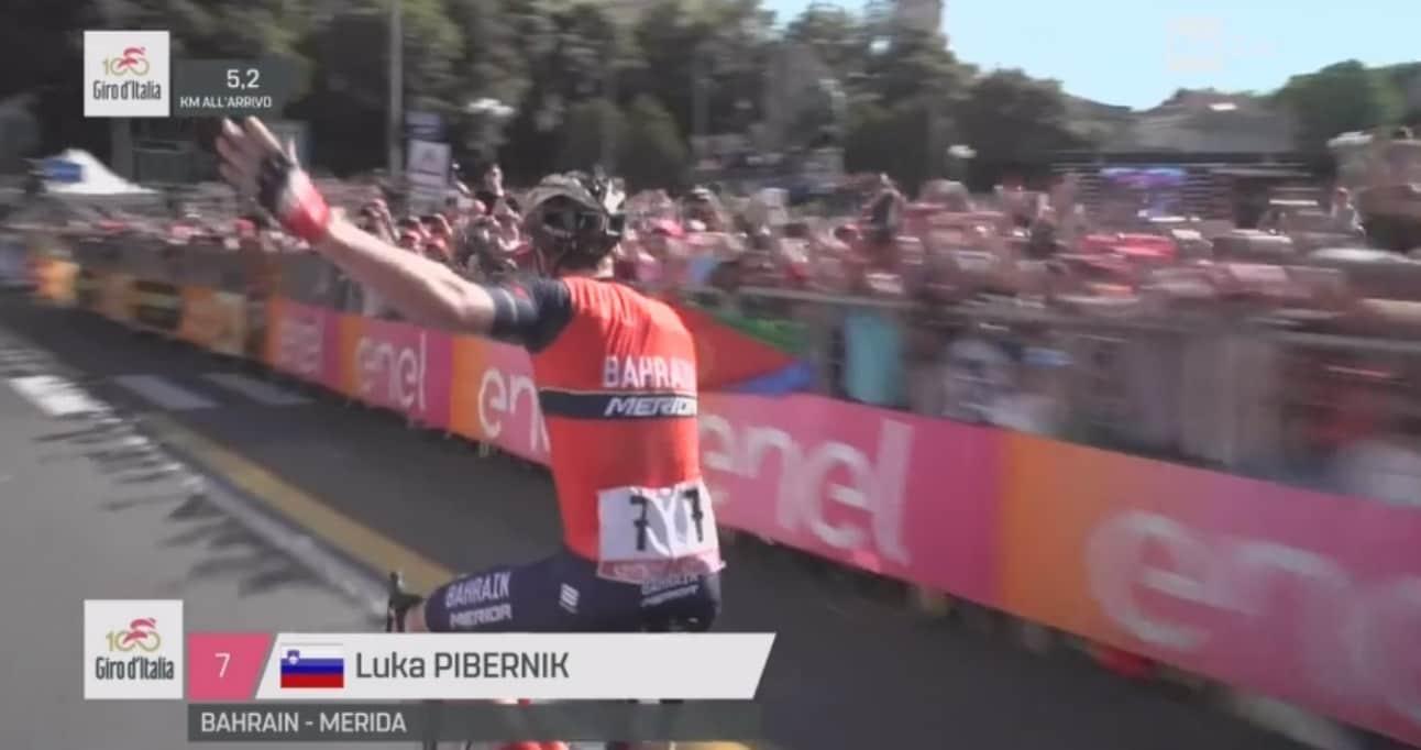 Giro d'Italia, Pibernik, che gaffe! Esulta ma manca un giro