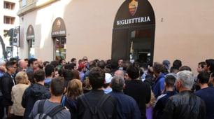 Totti day: file di tifosi per i biglietti di Roma-Genoa