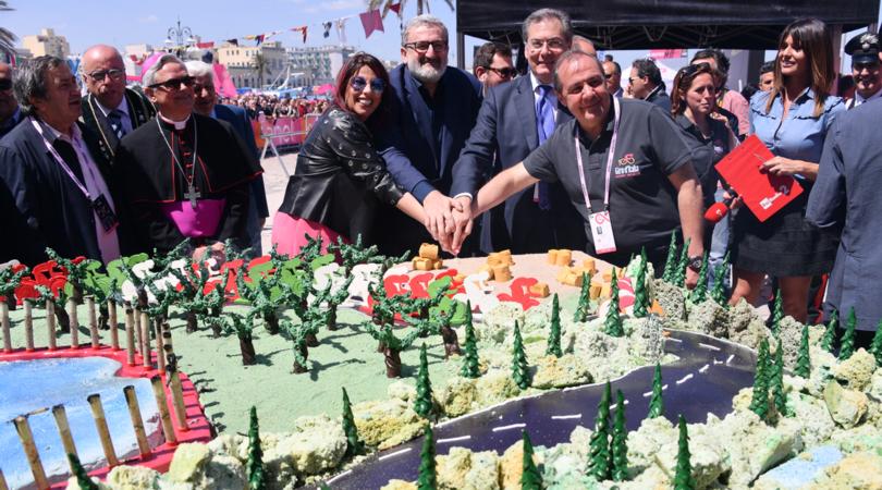 Giro d'Italia 2017, Emiliano: «Il mondo ammira la Puglia»