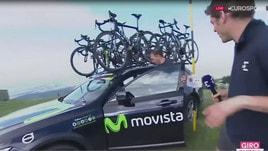 Giro d'Italia: l'ammiraglia rischia di precipitare nel burrone durante l'intervista