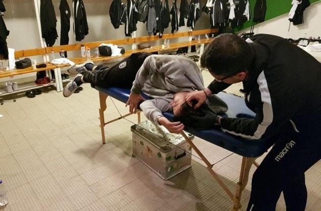 Ivic colpito da una lattina di birra: Panathinaikos-PAOK sospesa